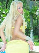 Hung blonde tranny masturbates shecock